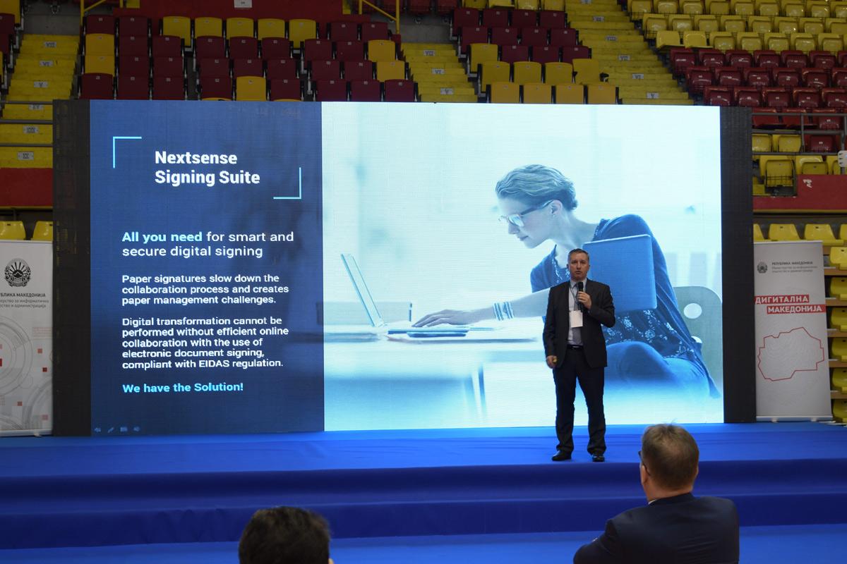 Daniel Danilovski presenting Nextsense Singing Suite